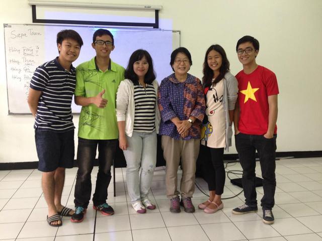 Thuyết trình về Việt Nam tại CLB tiếng Anh truờng ITB